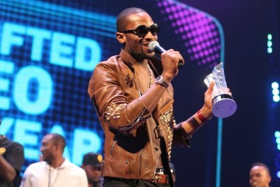 D'banj shortly after receiving his award