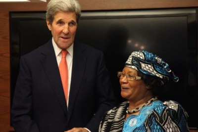 Former Malawi President Joyce Banda meeting with Secretary of State John Kerry before addressing students at the Harvard Institute of Politics.