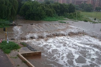 Dineo Storm - Bridge at Rabie and End Road, Centurion, flooded. Please avoid the area.