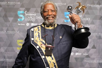 Legendary actor and director Joe Mafela has died. Here he received the Lifetime Achievement Award at the Comics' Choice Awards.