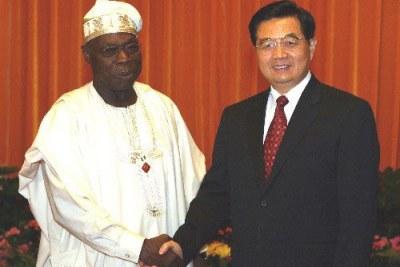 Olusegun Obasanjo avec le président chinois Hu Jintao