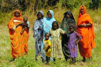 Des femmes et enfants au village de Goleh dans l'Etat d'Abyei.