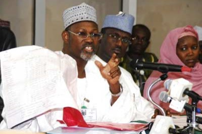 INEC chairman Attahiru Jega holds up a result sheet after the presidential elections in April 2011. (file photo)