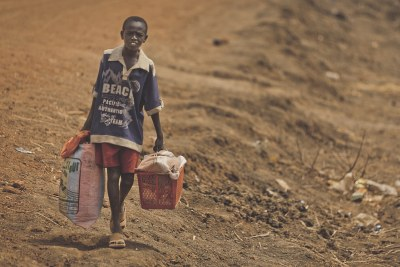 Displaced boy leaves Abyei (file photo).