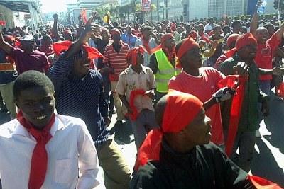 Des protestateurs contre le gouvernement