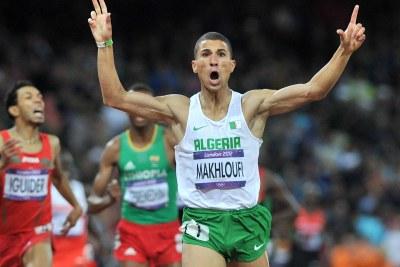L'algérien Taoufik Makhloufi célébrant sa victoire sur 1500m.