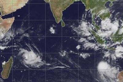 Imelda a modifié sa direction et se dirige davantage vers le sud. Cependant, c'est la double présence du cyclone tropical et d'un fort anticyclone qui provoque un temps venteux accompagné de rafales.