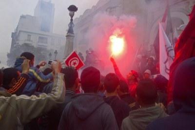 Des Tunisiens commémorant l'anniversaire de la révolution.