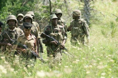 La police patrouille à Mpeketoni, dans le sud-est du Kenya (juillet 2014)
