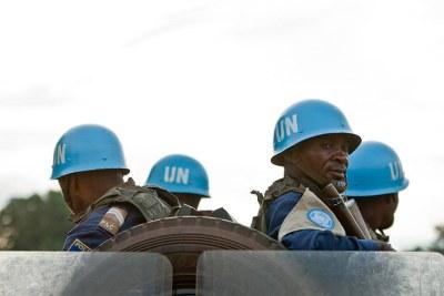 Des Casques bleus de la MINUSCA en patrouille en République centrafricaine.