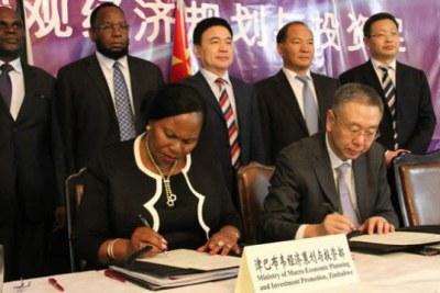 Zimbabwe and China representatives signing the agreement (file photo).