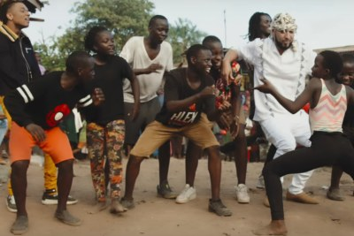 Ghetto Kids dancers with French Montana.