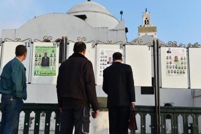 Des affiches de campagne sur la place des Martyrs à Alger. (archive)