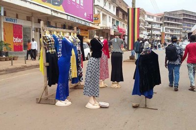 The US says a ban on second-hand clothes by EAC nations affects their textile industry.