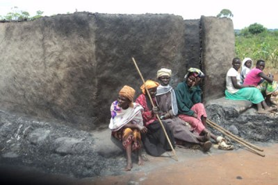 Relatives of the former LC1 chairman, Mr Swaleh Songa, who was burnt during the land clashes.