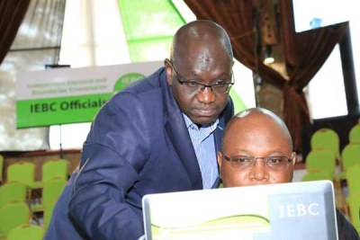 Thirdway Alliance's Ekuru Aukot (standing) with an election observer when he visited the IEBC national tallying centre at the Bomas of Kenya on August 9, 2017.