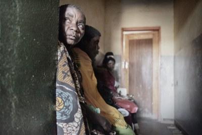 Les femmes assises dans la salle d'attente du centre de santé Milepa doivent subir un dépistage du cancer du col utérin. (archive)