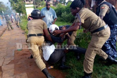 Police arrest  FDC presidential candidate Patrick Amuriat in Mbale Town on Sunday.