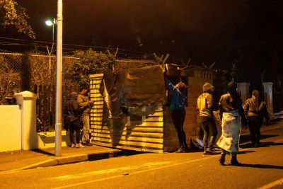 Activists erected a shack at the official residence of Western Cape Premier Helen Zille in the early hours of the morning on Mandela Day.