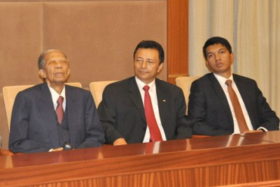 Ratsiraka, Ravalomanana et Rajoelina considérés comme les grands favoris du scrutin du 7 novembre.
