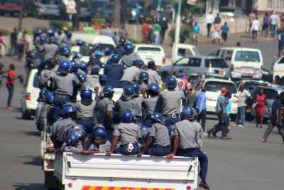 Zimbabwe riot police (file photo).