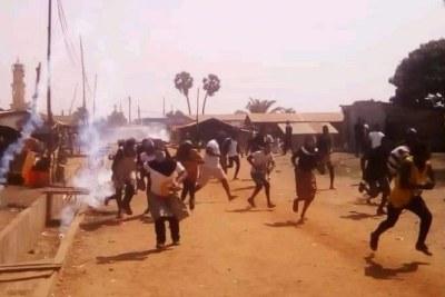 Répression meurtrière des manifestations de la C14 le Samedi 08 Décembre dernier fait état de deux personnes tuées dont un enfant de 12 ans, qui seraient tuées d'après lui par des individus non identifiés, le PNP (Parti National Panafricain), dans un communiqué signé de son Secrétaire Général, Dr Kossi Sama, indique que le bilan est plus lourd que cela.