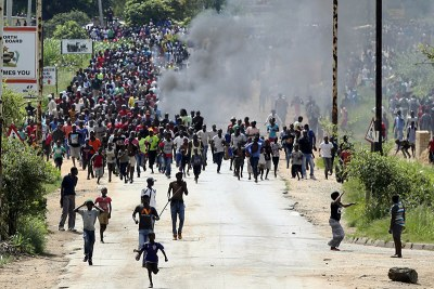 Angry Citizens in Zimbabwe protesting (file photo).