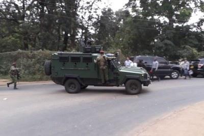 Des agents de sécurité ont été déployés dans les Westlands, à Nairobi, à la suite d'une explosion et de coups de feu signalés à l'hôtel DusitD2 le 15 janvier 2019.