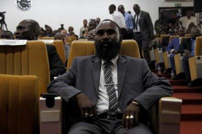 Mahamat Al Khatim, commandant du Mouvement Patriotique pour la Centrafrique (MPC), lors de la cérémonie de signature de l'accord de paix à Bangui le 6 février 2019. De 2015 à 2018, les combattants du MPC ont commis des abus qui pourraient constituer des crimes de guerre.