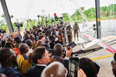 Inauguration d'un centre de distribution des drones livrant des produits médicaux essentiels, le mercredi 24 avril 2019 à Omenako, localité située à 70 kilomètres d'Accra (Ghana)
