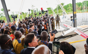 L'Afrique à l'ère des drones transportant des produits médicaux essentiels