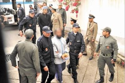 Les présumés coupables convoyés par la police marocaine
