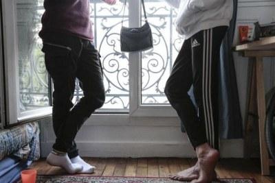 Léonie, 23 ans, vit dans son appartement 2-pièces à Montrouge depuis octobre 2017. Elle l'avait choisi spécifiquement pour accueillir des familles migrantes à la rue, en hébergement d'urgence pour une nuit ou deux. Aujourd'hui, elle héberge de façon pérenne 2 mineurs et en fonction des besoins, Léonie peut accueillir temporairement jusqu'à 4 jeunes.