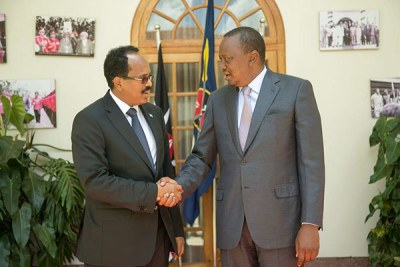 Kenya's President Uhuru Kenyatta (right) welcomes his Somalia counterpart Mohamed Abdullahi Mohamed at State House (file photo).