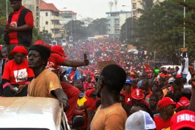 A Conakry, les manifestants ont parcouru la douzaine de kilomètres qui sépare le rond point de la tannerie de l'esplanade du stade du 28 septembre dans une ambiance bon enfant.