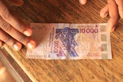 Un billet de 10 000 franc CFA de la Banque centrale des États de l'Afrique de l'Ouest (BCEAO)(Image d'illustration).