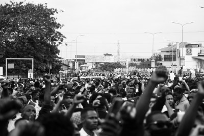Young people assemble at the Lekki Toll gate in Lagos Nigeria (file photo).